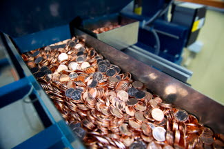 1-krona coins during the packing process.