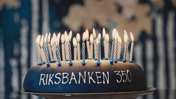 Stefan Ingves orders 350th birthday cake